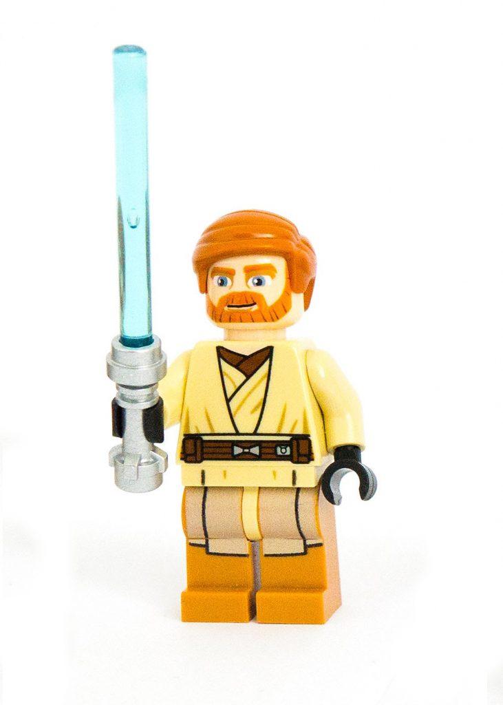 Luke Skywalker von Star Wars als Spielzeugfigur. Er hält ein blaues Leuchtschwert in der Hand.