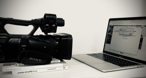 Kamera filmt Bildschirm
